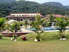 FLAT SUM HOUSE COND FECHADO DE FRENTE PARA PRAIA
