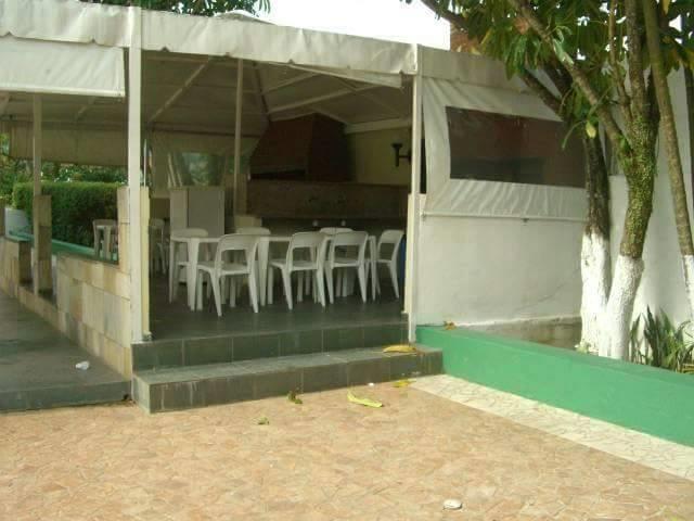 <Apto Guaruja - Enseada com lazer total, pisicina, churrasqueira, salao de jogos etc   para até 8 pessoas.