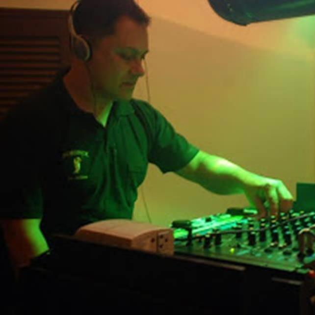 <DJ SOM ILUMINAÇÃO PARA FESTAS