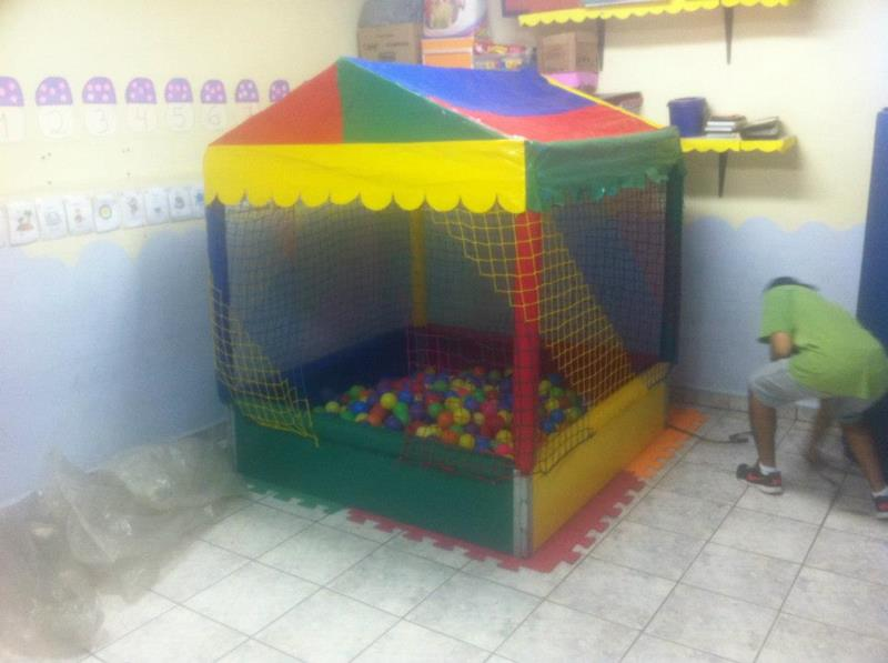 <Piscina de bolinhas na Vila Carmosina