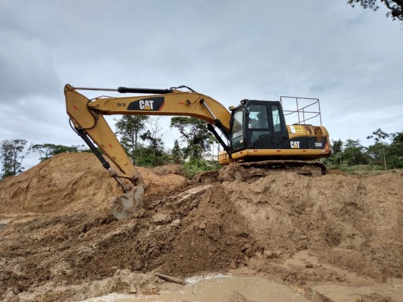 Escavadeira em Barcarena PA