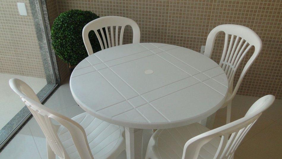 <Conjunto de Mesa e Cadeiras em Jacarepaguá