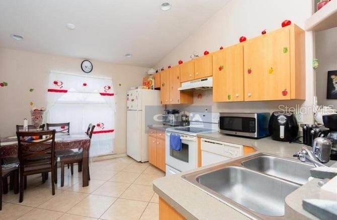 <Sobrado com 3 dormitórios à venda, 1 m² por R$ 169.970 - Kissimme - Polk County/FL