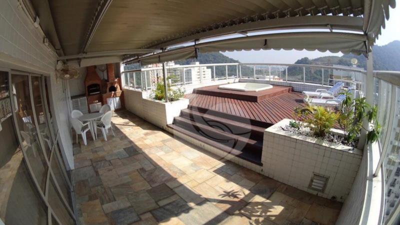 <Cobertura Mobiliada à Venda na Praia das Pitangueiras.