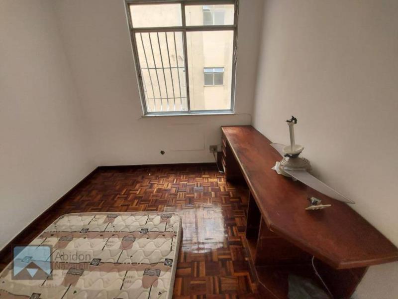 <Apartamento 02 quartos, frente com vaga.
